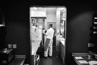 Restaurant dishwasher at work 11001063991| 写真素材・ストックフォト・画像・イラスト素材|アマナイメージズ