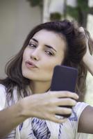 Woman taking selfie 11001064333| 写真素材・ストックフォト・画像・イラスト素材|アマナイメージズ