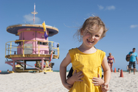 Little girl at the beach with younger brother hiding behind her 11001064482| 写真素材・ストックフォト・画像・イラスト素材|アマナイメージズ