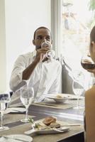 Man drinking wine in restaurant 11001064556| 写真素材・ストックフォト・画像・イラスト素材|アマナイメージズ