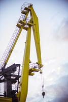 Crane at construction site 11001065056  写真素材・ストックフォト・画像・イラスト素材 アマナイメージズ
