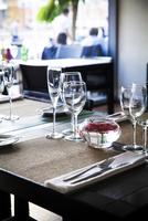 Place setting on restaurant table 11001065329| 写真素材・ストックフォト・画像・イラスト素材|アマナイメージズ