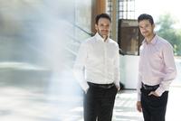 Business associates, portrait 11001065360| 写真素材・ストックフォト・画像・イラスト素材|アマナイメージズ