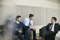 Business associates bonding 11001065630| 写真素材・ストックフォト・画像・イラスト素材|アマナイメージズ