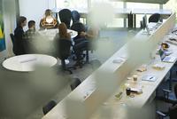 Team meeting 11001065902| 写真素材・ストックフォト・画像・イラスト素材|アマナイメージズ