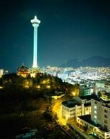 釜山 龍頭山公園 11002015117| 写真素材・ストックフォト・画像・イラスト素材|アマナイメージズ