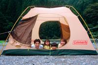 テントの中の親子