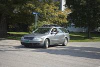 車を運転する白人男性 11002028062| 写真素材・ストックフォト・画像・イラスト素材|アマナイメージズ