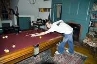 ビリヤードをする男性 11002028093| 写真素材・ストックフォト・画像・イラスト素材|アマナイメージズ