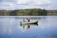 ボートに乗るカップル 11002028126| 写真素材・ストックフォト・画像・イラスト素材|アマナイメージズ