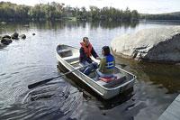 ボートに乗るカップル 11002028130| 写真素材・ストックフォト・画像・イラスト素材|アマナイメージズ