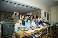 パーティーを楽しむ人々 11002028145| 写真素材・ストックフォト・画像・イラスト素材|アマナイメージズ