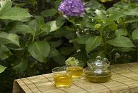 緑茶とアジサイ