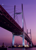 横浜ベイブリッジの夕景 11002048801| 写真素材・ストックフォト・画像・イラスト素材|アマナイメージズ