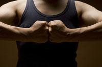拳を合わせる男性 11002048940| 写真素材・ストックフォト・画像・イラスト素材|アマナイメージズ