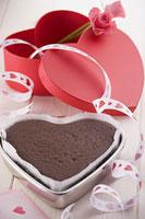 バレンタインイメージ チョコレートケーキ作り 11002049890| 写真素材・ストックフォト・画像・イラスト素材|アマナイメージズ