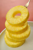 重ねたパイナップルの輪切り