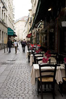 パリのビストロの店先