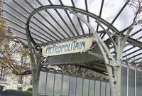 パリのメトロの入り口 11002053372| 写真素材・ストックフォト・画像・イラスト素材|アマナイメージズ