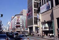 銀座 中央通り 銀座通り 11002053424| 写真素材・ストックフォト・画像・イラスト素材|アマナイメージズ