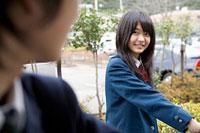 微笑む女子高生 11002053845| 写真素材・ストックフォト・画像・イラスト素材|アマナイメージズ