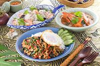鶏肉のバジル炒めご飯 ヤムウンセン トムヤムクン