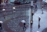 雨の有楽町イトシア前