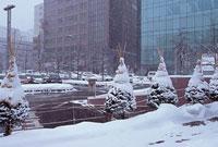 雪景色の札幌駅北口付近 11002054535| 写真素材・ストックフォト・画像・イラスト素材|アマナイメージズ