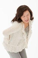 腰痛に苦しむ60代女性