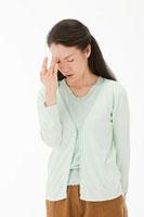 頭痛に悩む40代女性