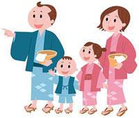 温泉に向かう浴衣姿の家族