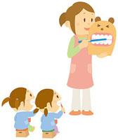 歯の磨き方を習う子ども達