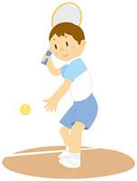 テニスをする男子中学生