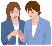 携帯電話の画面を見る二人の女性