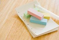 付箋とメモ用紙とシャープペンシル