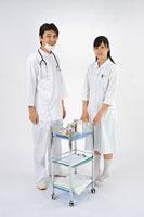 医師と看護師 11002055607| 写真素材・ストックフォト・画像・イラスト素材|アマナイメージズ