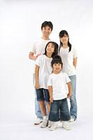 Tシャツとジーンズを着た大人と子供