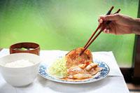 豚肉の生姜焼き 11002055758| 写真素材・ストックフォト・画像・イラスト素材|アマナイメージズ
