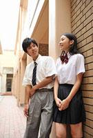 談笑する高校生二人