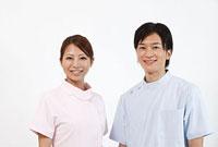 笑顔の歯科医師と歯科助手 11002056648| 写真素材・ストックフォト・画像・イラスト素材|アマナイメージズ