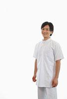 白衣を着た歯科医師