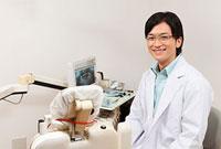 笑顔の歯科医師 11002056716| 写真素材・ストックフォト・画像・イラスト素材|アマナイメージズ