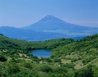 伊豆スカイラインからの富士山と池