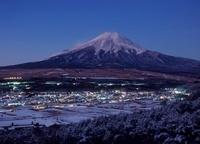 高座山からの富士山麓の街並み