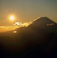 櫛形山から見る朝日と富士山