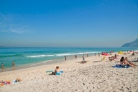 イパネマ海岸 波打ち際 11002061480  写真素材・ストックフォト・画像・イラスト素材 アマナイメージズ