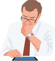 タブレットを見て考えるシニアビジネスマン
