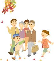 紅葉狩りに出掛ける三世代家族 11002068949| 写真素材・ストックフォト・画像・イラスト素材|アマナイメージズ
