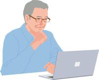 パソコンを見るアクティブシニアの男性