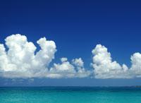 入道雲と水平線